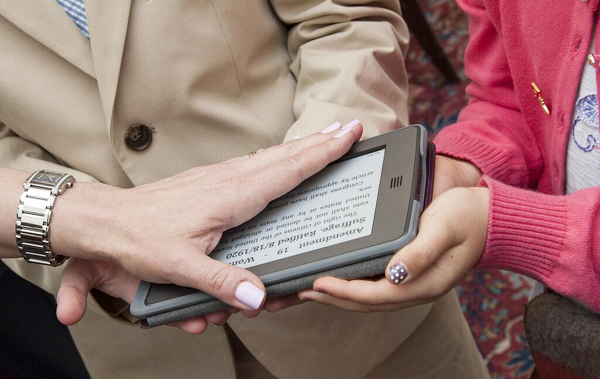 Prêter serment sur une tablette, ça change du papier